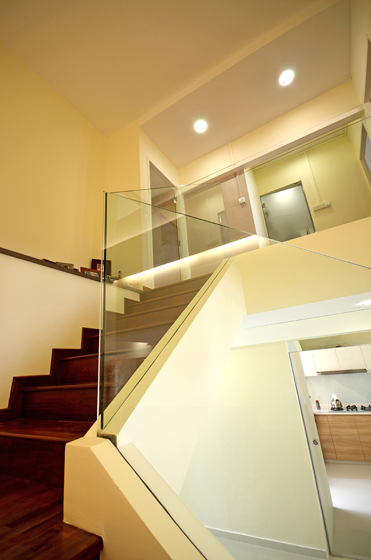 Glass Staircase / Railing